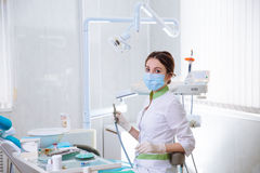 Dentista de mujer joven en el trabajo en la oficina Concepto de sano Imagen de archivo