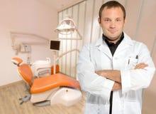 Dentista de sexo masculino Fotos de archivo libres de regalías