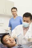 Dentista de sexo masculino Examining Male Patient Fotos de archivo