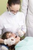 Dentista e paziente femminili Fotografia Stock Libera da Diritti