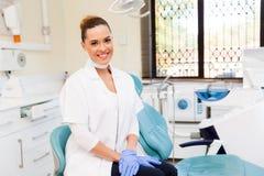 Dentista en oficina fotos de archivo libres de regalías