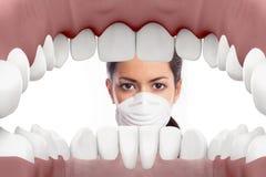 Dentista fêmea que olha na boca Imagens de Stock Royalty Free