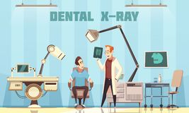 Dentista Holding Roentgen Picture y paciente Imagen de archivo