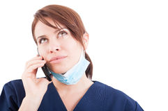Dentista moderno de la mujer que concierta la cita del teléfono Fotografía de archivo libre de regalías