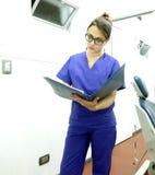 Dentista ou assistente dental Fotos de Stock