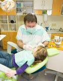 Dentista y muchacha Foto de archivo