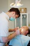 Dentista y paciente Imagen de archivo libre de regalías