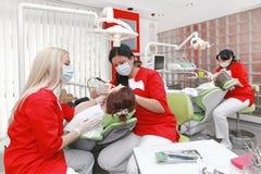 Dentistas no trabalho Fotografia de Stock