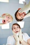 Dentistas que olham chocados no paciente Imagens de Stock