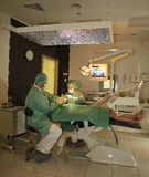 Dentiste au travail Photos stock