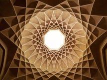 Dentro da abóbada do teto do pavilhão no jardim de Dowlat Abad de Yazd Foto de Stock Royalty Free