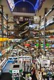 Dentro da alameda de compra da plaza de Pantip em Banguecoque Imagem de Stock