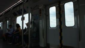 Dentro da autoridade maciça do trânsito rápido de Tailândia MRTA ou da linha roxa do MRT vídeos de arquivo