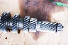 Dentro da cabeça de cilindro do motor, zÄ™batka imagem de stock