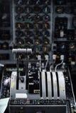 Dentro da cabina do piloto de um plano militar Imagem de Stock