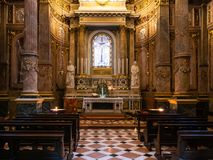 Dentro da capela na catedral do domo em Bergamo imagens de stock