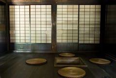 Dentro da casa da quinta thatched. Imagens de Stock