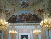 Dentro da casa de campo Torlonia com um teto com fresco e os candelabros de suspensão do cristal, Roma, Itália Fotografia de Stock Royalty Free