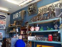 Dentro da construção americana velha das máquinas desbastadoras Fotos de Stock