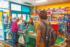 Dentro da loja de Poundland Imagem de Stock