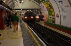 Dentro da Londres subterrânea em Londres, Inglaterra fotos de stock royalty free