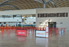 Dentro da sala de estar das partidas no aeroporto de Alicante Imagem de Stock Royalty Free