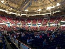 Dentro de Charleston Coliseum del norte antes de un concierto imagenes de archivo