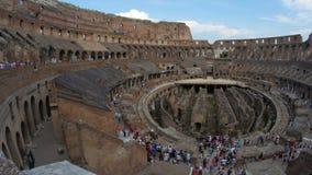 dentro de Colosseum, Roma, Italia, timelapse, 4k metrajes