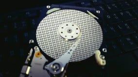 Dentro de disco duro, el hardware guarda datos Foto de archivo libre de regalías