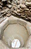 Dentro de drenaje bien con agua santa en el gran basílica Plisk Imágenes de archivo libres de regalías