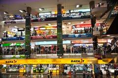 Dentro de la alameda de compras de la plaza de Pantip en Bangkok Imágenes de archivo libres de regalías