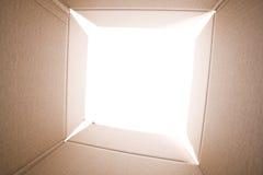 Dentro de la caja de cartón Fotos de archivo