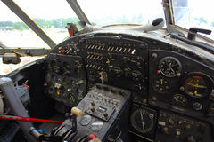 Dentro de la carlinga del viejo avión Imagenes de archivo