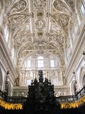 Dentro de la catedral de Córdoba (la Mezquita) Foto de archivo
