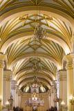 Dentro de la catedral en la plaza de Armas en Lima, Perú Fotos de archivo