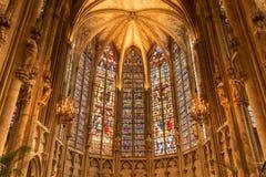 Dentro de la iglesia Francia de Carcasona foto de archivo