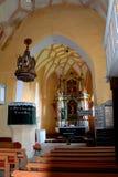 Dentro de la iglesia medieval fortificada en valle del viñedo, Transilvania Foto de archivo libre de regalías