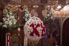 Dentro de la iglesia ortodoxa en Pascua Fotos de archivo libres de regalías