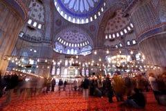 Dentro de la mezquita azul magnífica en Estambul Imágenes de archivo libres de regalías