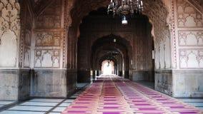 Dentro de la mezquita de Badshahi Foto de archivo libre de regalías