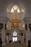 Dentro de la mezquita magnífica de Abu Dhabi Imágenes de archivo libres de regalías