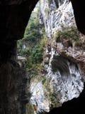 Dentro de la montaña del mármol de la isla de Formosa - gruta del trago de Taroko imagen de archivo libre de regalías