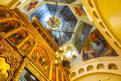 009 - Dentro de la opinión de la catedral de la albahaca del St del cuadrado rojo imagenes de archivo