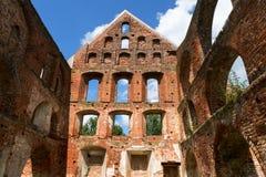Dentro de la ruina del monasterio de la albañilería del ladrillo en mún Doberan, ni Fotos de archivo libres de regalías