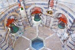 Dentro de la torre inclinada de Pisa Foto de archivo libre de regalías