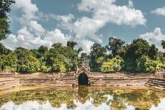 Dentro de los templos antiguos de Angkor Wat de Camboya foto de archivo
