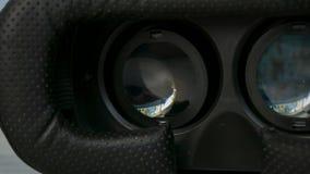 Dentro de los vidrios de la realidad virtual de VR que juegan a juegos, la película de observación 3D 360 enfoca adentro almacen de video
