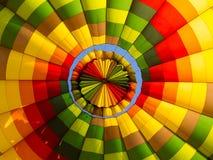 Dentro de um balão de ar quente collourful Fotos de Stock