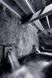 Dentro de um corredor do moinho de água Foto de Stock Royalty Free