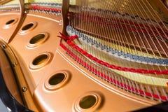 Dentro de um piano de cauda Fotos de Stock Royalty Free